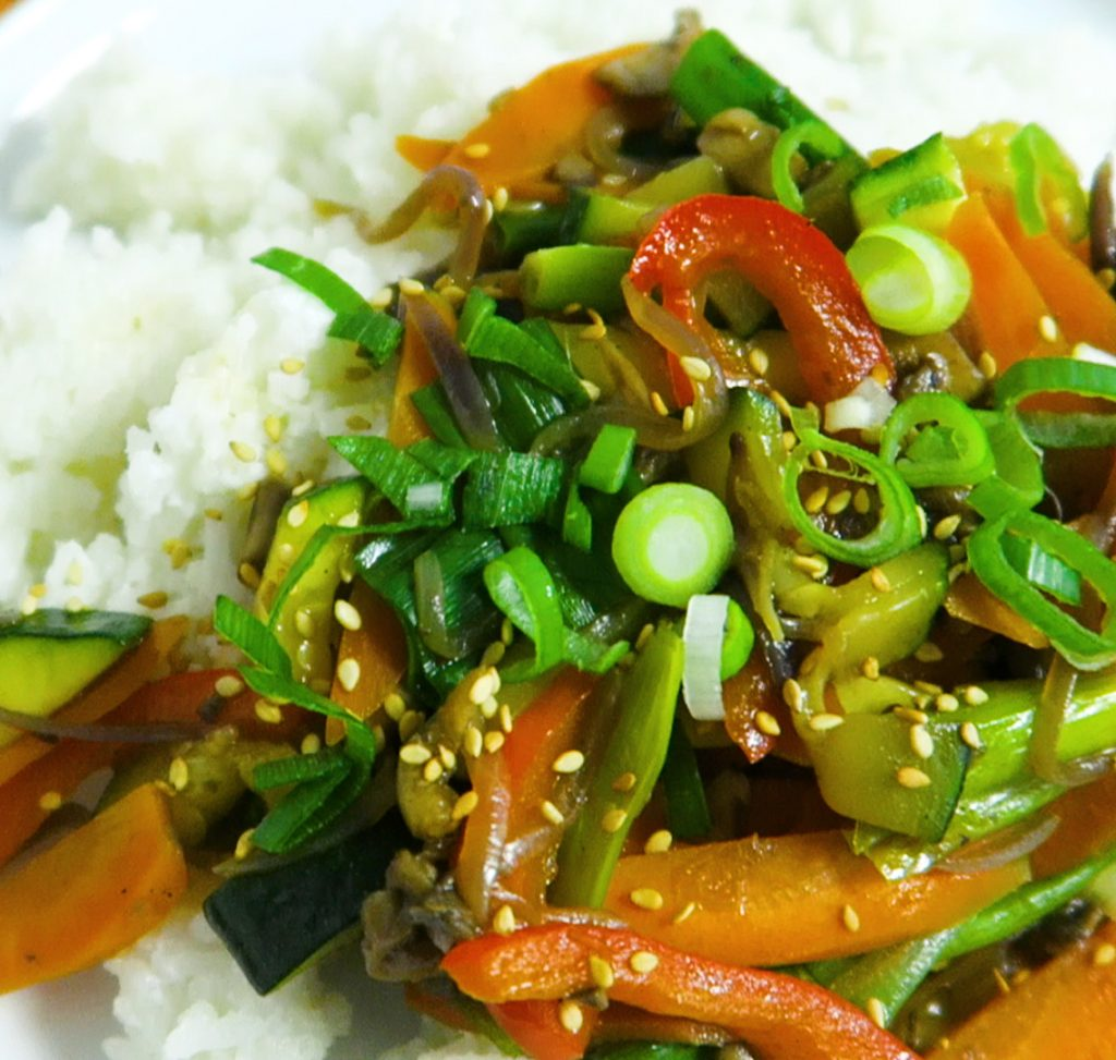 vegan roerbak groenten met kokosrijst