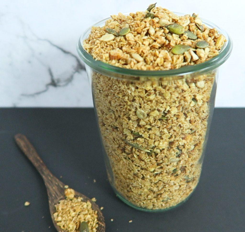 vegan kokos amandel granola ontbijt