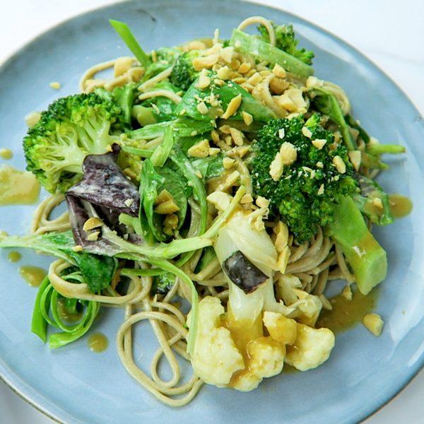 vegan sobanoedel salade